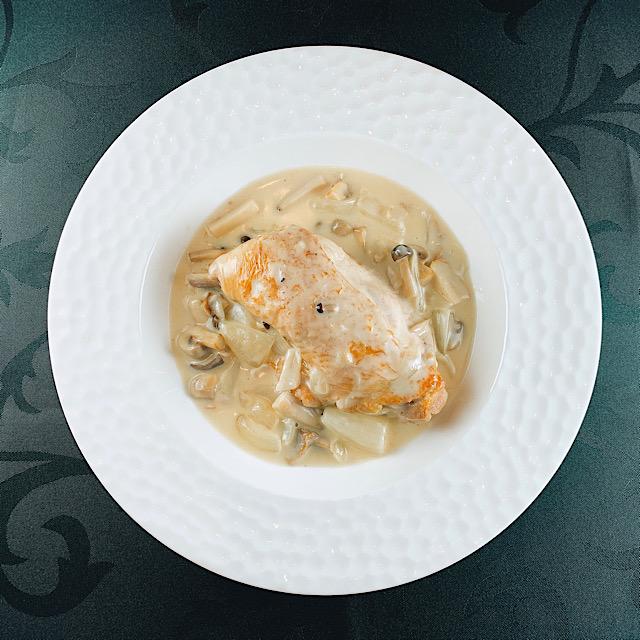 【冷凍可】国産骨付き森林鶏と茸のクリーム煮
